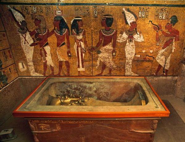 Scoperta una porta segreta nella tomba di Tutankhamon