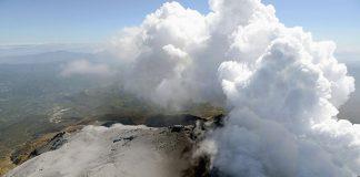 Eruzione del vulcano Kusatsu-Shirane