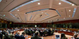 Juncker presidente della commissione europea; Renzi vince la prima battaglia nel vertice UE