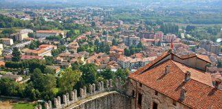 Angera e la Rocca Borromea: sul lago Maggiore