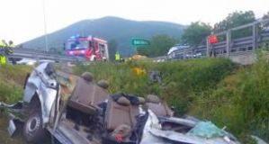 Bus si schianta in autostrada: morti 5 operai