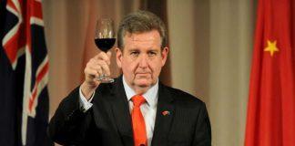 Premier del Nuovo Galles si dimette dopo aver ricevuto in dono una bottiglia del 1959.