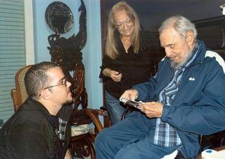 Cuba, Fidel è vivo e sta bene: ecco le foto