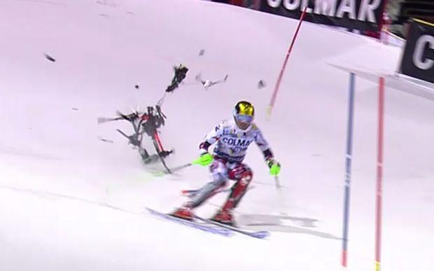 Drone sfiora sciatore durante gara