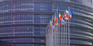 Parlamento Ue approva mozione: Fascismo e comunismo equiparati?