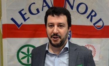 """""""Noi con Salvini"""" si affida agli extracomunitari"""