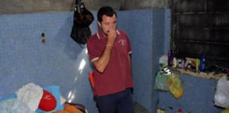 Salvini si tappa il naso come disprezzo alla speranza