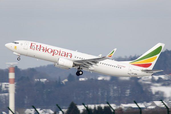 BOEING 737 precipita con 157 persone a bordo