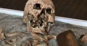 """Archeologia: riemergono gli scheletri di antichi """"vampiri"""" e """"streghe"""""""