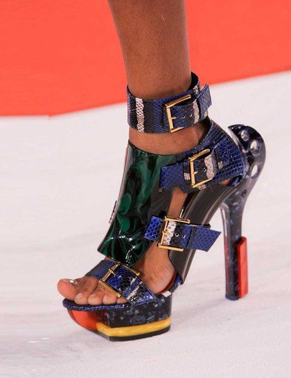 alexander-mcqueen-green-blue-snake-shoes-pfw-ss14-imaxtree_GA