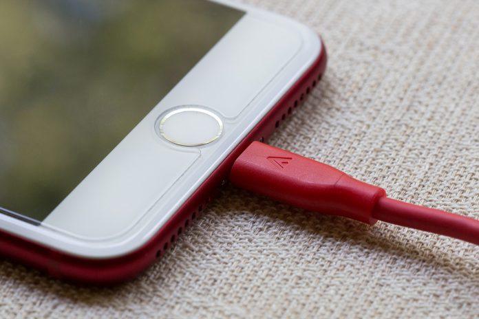 Smartphone: La batteria si può caricare con un cappello