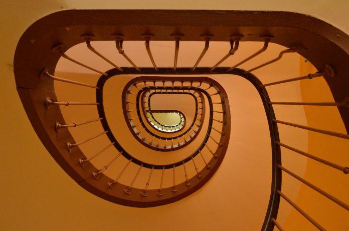 Milano: madre e figlia cadono dall'ottavo piano