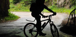 17enne altoatesino precipita in un burrone con la sua mountain bike