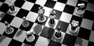Al Parlamento si gioca a scacchi. E gli italiani?