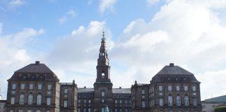 Il Castello di Christianborg:   a Copenhagen