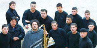 """Il ritmo """"primitivo"""" dei corpi. Enzo Avitabile & i Bottari in concerto a Licusati"""