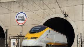 Treno bloccato nel tunnel della Manica: evacuati passeggeri