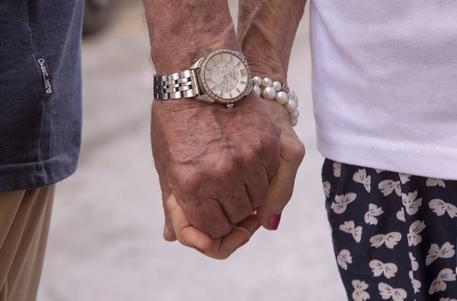 Un uomo di 93 anni uccide la moglie per gelosia