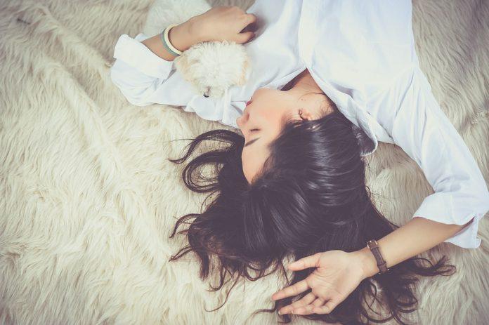Dormire poco aumenta il rischio di obesità?