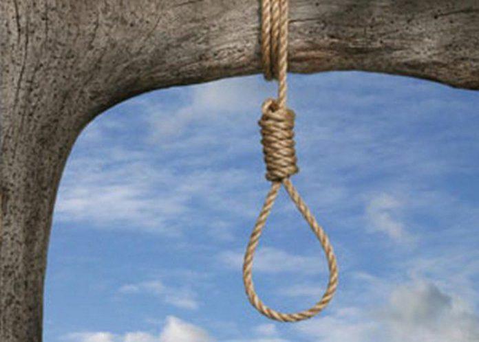 Uomo impiccato in una scuola di Napoli