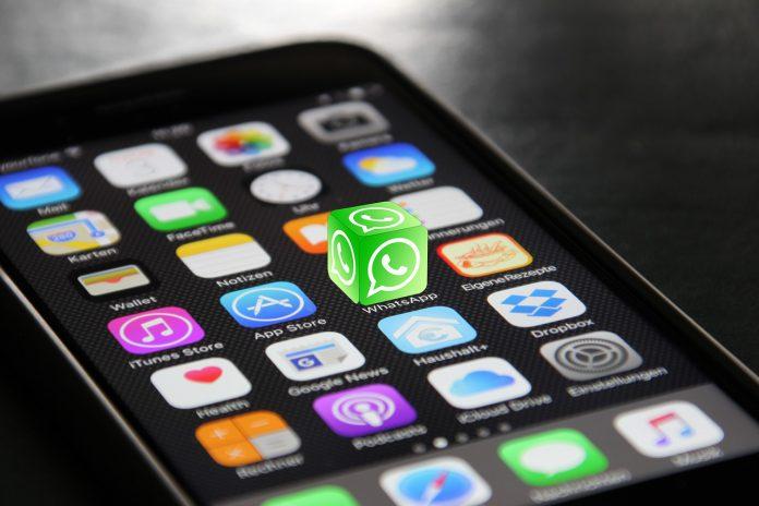 WhatsApp: C'è un nuovo virus che ruba i dati a Facebook e Google