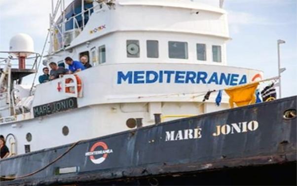 Migranti: nave Ong mediterranea ferma davanti Lampedusa