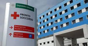 Ospedale Loreto Mare: paziente aggredisce infermiere e vigilante