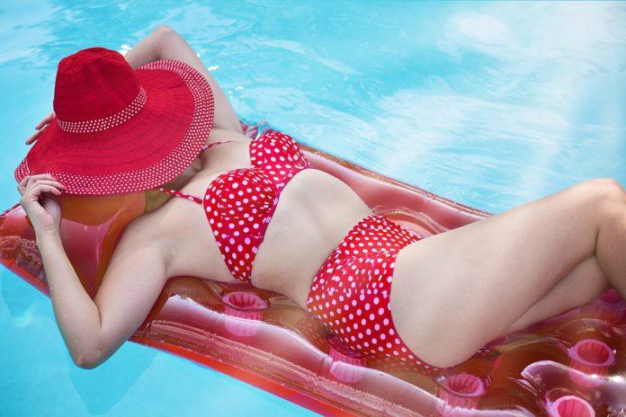 Bikini o intero? Ecco i trend costumi 2019