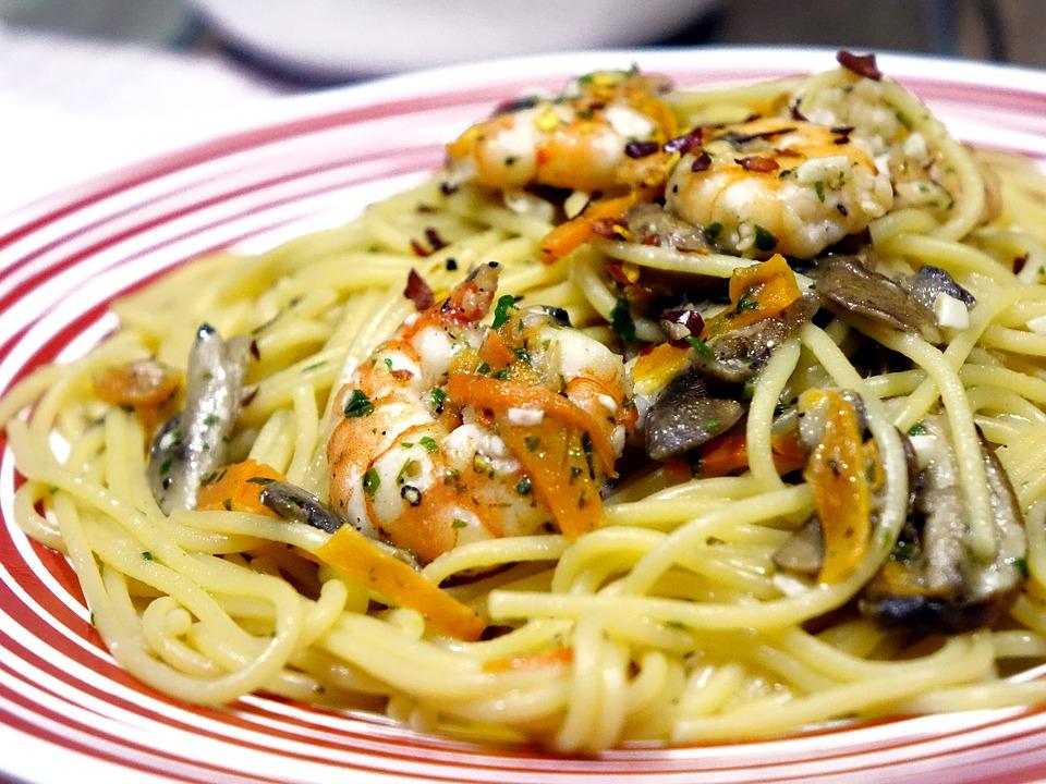 spaghetti con gamberoni ed alici
