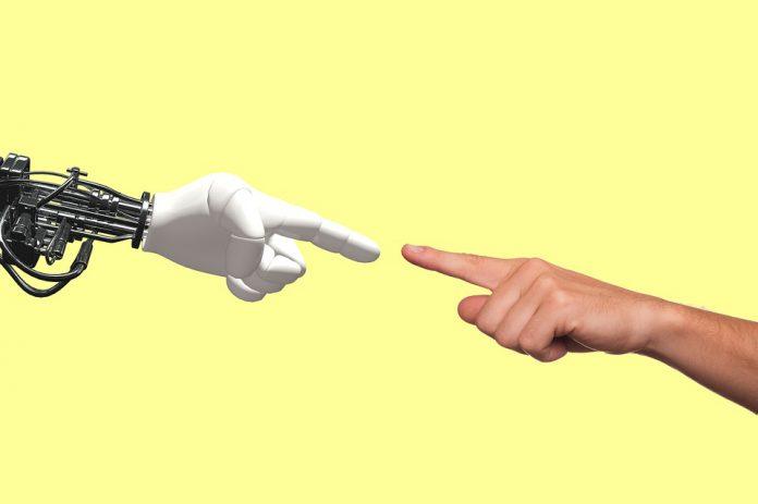 Mano bionica: il cervello la sente come se fosse reale