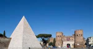 La Piramide Cestia torna a brillare di nuova luce
