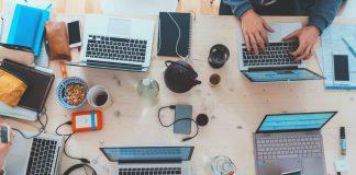 Commercio online: quanto spendono gli italiani e i vantaggi dell'e-commerce tra aziende rosa e digital skills