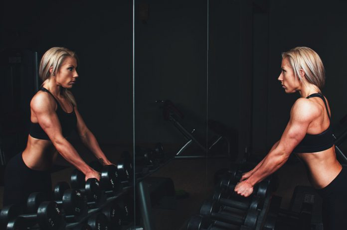 Donne e allenamento: i pesi sono la migliore strategia per dimagrire