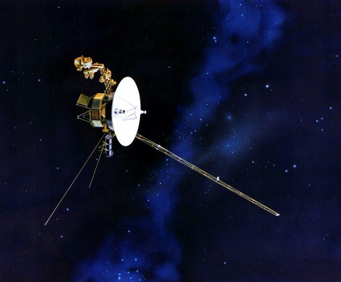 sonda Voyager 2 in volo nello spazio