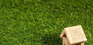 Bonus affitto 2020:casa in legno su prato verde