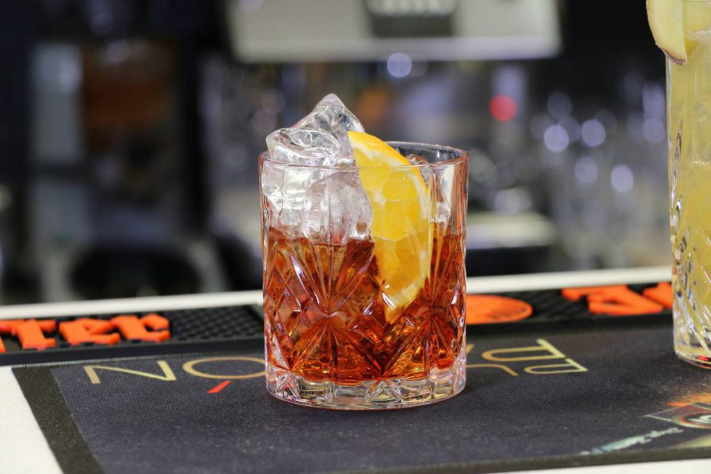 I dieci cocktail più bevuti al mondo e le ricette per crearl