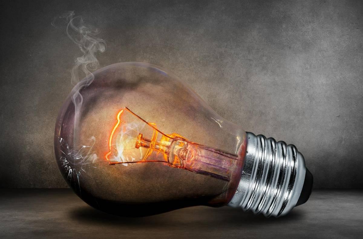 Lampadina A Incandescenza Storia chi ha inventato la lampadina e chi la lampada a led